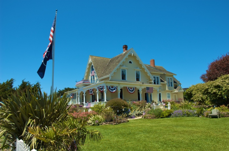 A Mini Guide to Mendocino (a local favorite in California): what to see, what to do, and where to eat | www.apassionandapassport.com