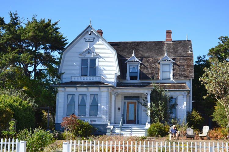 downtown mendocino cute house