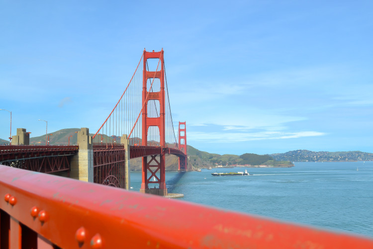 Best Places to See (and Photograph) the Golden Gate Bridge >> a MUST do when visiting San Francisco! | www.apassionandapassport.com
