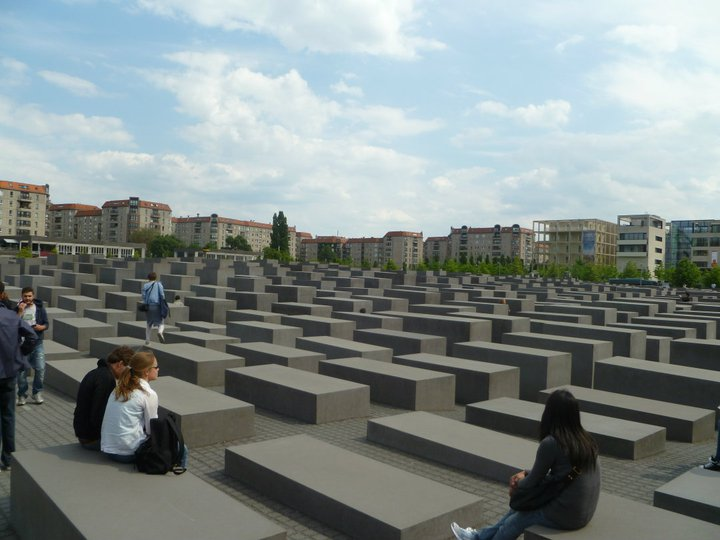 Things to Do in Berlin >> A great guide for a wonderful weekend full of history, culture, and food! | www.apassionandapassport.com
