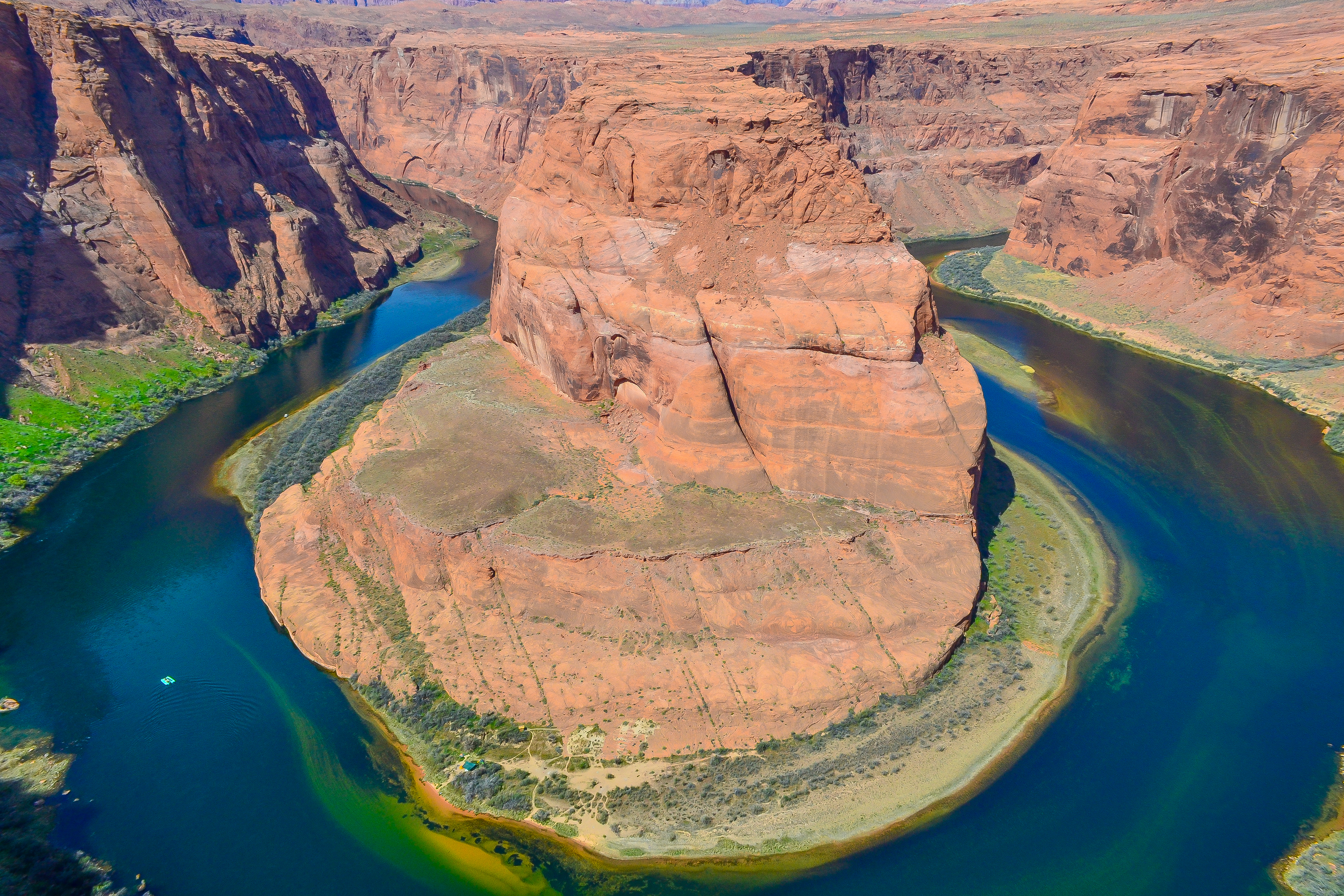 The short hike to Horseshoe Bend in Page Arizona = WORTH IT! | www.apassionandapassport.com