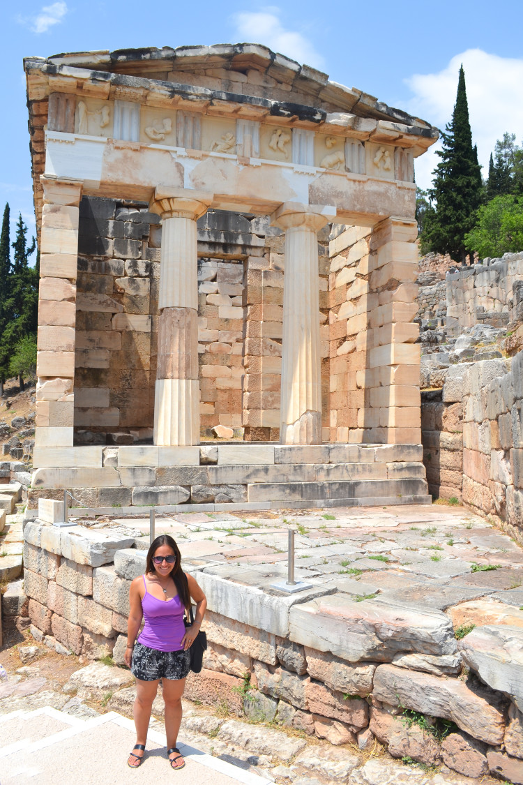 Top tips for visiting the beautiful Delphi, Greece! So much history here!