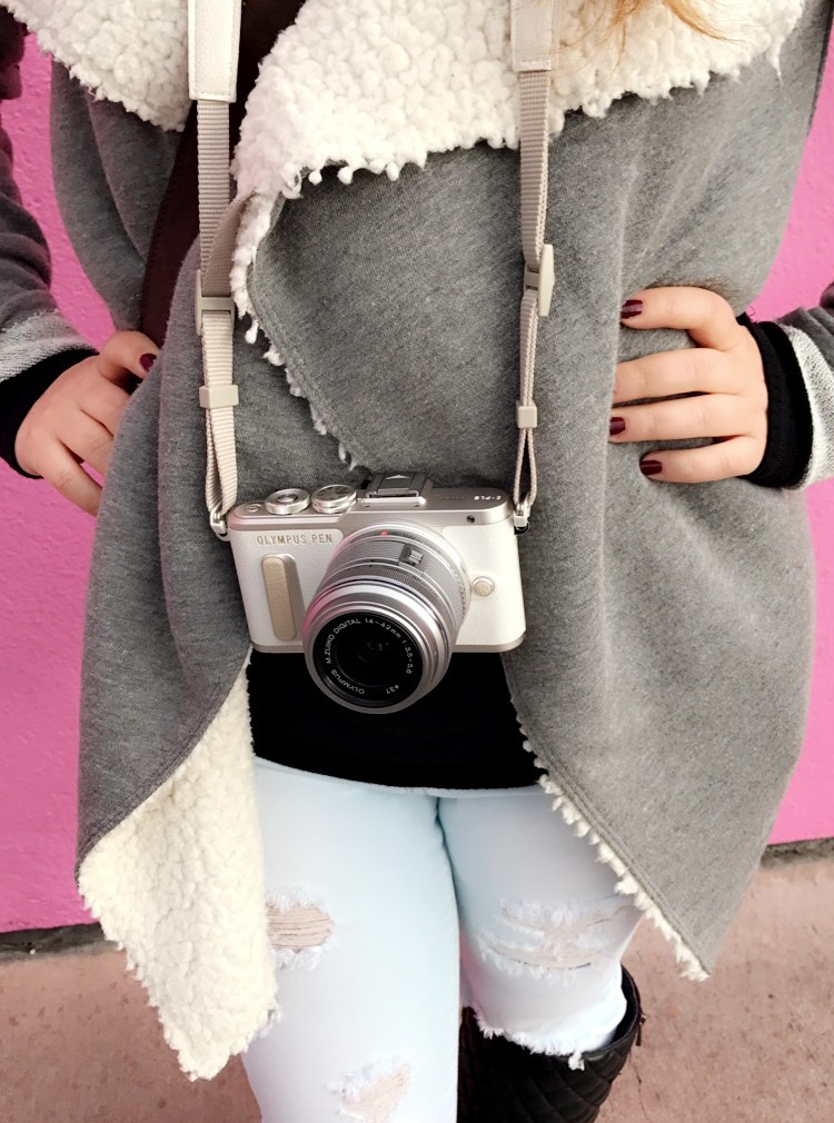 Olympus PEN E-PL 8 Blogging Camera Review: Super Stylish without lacking the quality of a professional camera!