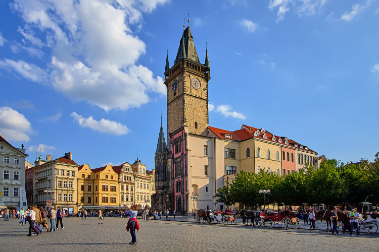 Heading to Eastern Europe soon?! This guide on the best 15+ things to do in Prague has got you covered! Lots of tips and tricks as well!