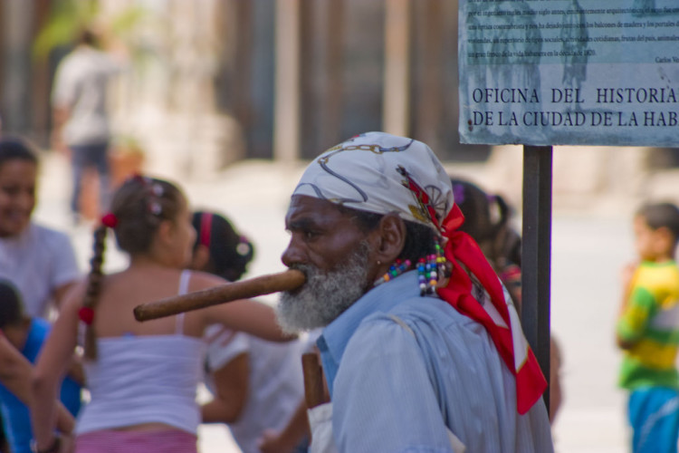 HAVANA CITY GUIDE! >> Headed to Cuba soon and looking for things to do in Havana? You're in the right place! Click through for a full travel guide to Havana!