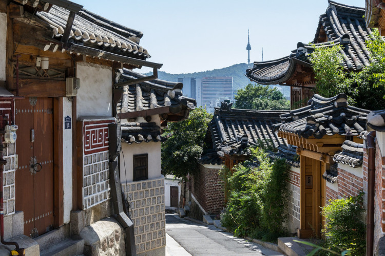 Planning a long weekend in Seoul South Korea? Check out this city guide for full itinerary inspiration and helpful tips!