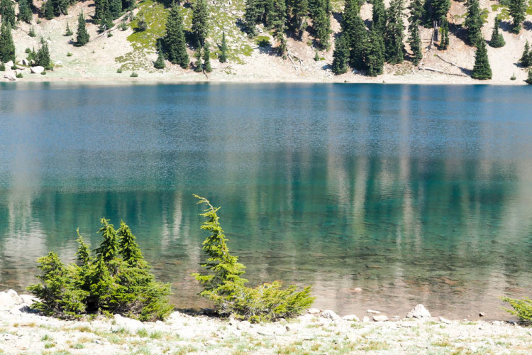 A Long Weekend in Lassen Volcanic National Park >> full itinerary, including when to go, where to eat, waterfalls to visit, and where to stay. FULL GUIDE -- will definitely use this in the future!