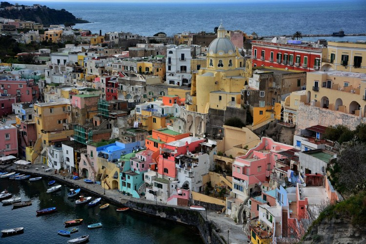 Looking for the best day trips from Naples?! Click through to learn all about the colorful towns and intriguing ruins you can see in just one day from Naples, Italy!
