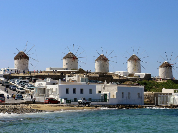 Heading to Greece and looking for the best things to do in Mykonos? Click through for the best way to spend three days in Mykonos!