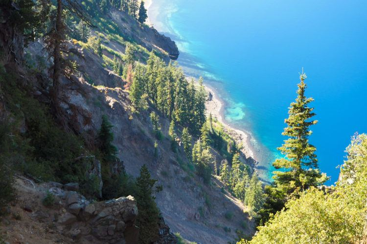 Heading to Oregon and wondering what all the things to do in Crater Lake are?! Click through for the best hikes, best viewpoints, where to stay, and what to eat - exactly what you need to plan your own visit to Crater Lake!