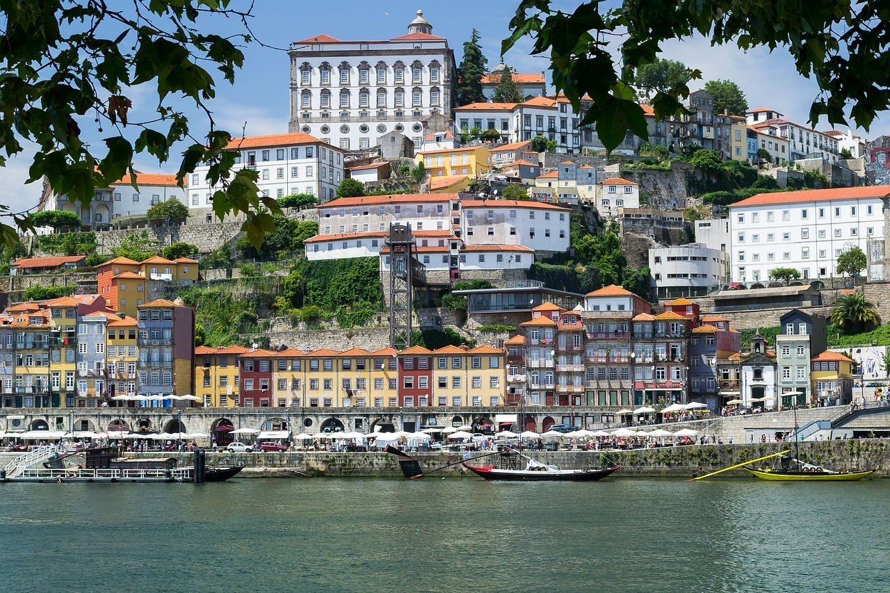 Headed to southern Europe and looking for the best things to do in Porto, Portugal? Read on for all the Porto sightseeing you must do during your 2 days in Porto (or 3 if you're lucky!) This Porto guide is juuuust what you need to start planning your trip.