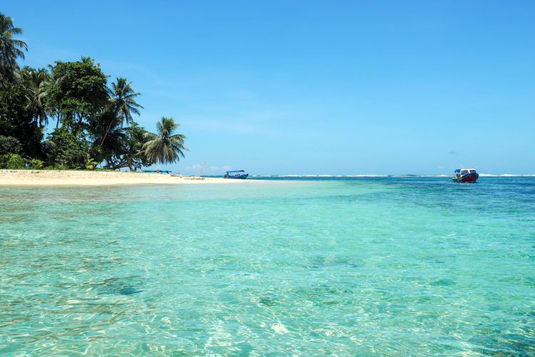 Planning your Panama vacation and looking for a full itinerary?! I've compiled a complete list of things to do in Panama in 10 days, including turquoise beaches and lush jungles!