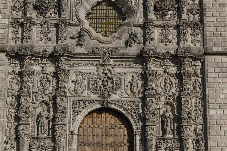 Looking for the best day trips from Mexico City? If visiting magical towns and climbing ancient pyramids sounds fun, check out these Mexico City excursions!