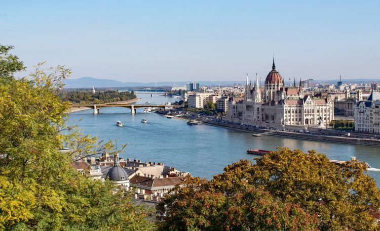 Planning a trip to Budapest soon?! Make sure to click through for tips and lots of the best things to do in Budapest!