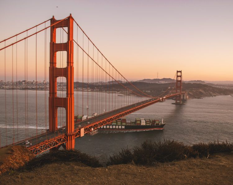 Wondering where to watch the best sunsets in San Francisco? You're in luck -- lots of local San Francisco sunset spots, coming right up!