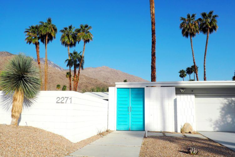 Headed to the desert? You need to add a Palm Springs door tour to your itinerary! I've included all my favorites here -- including the famous Palm Springs pink door!